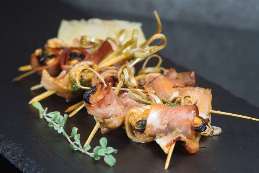 Mussel and pancetta involtini