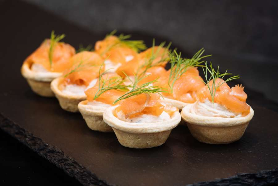 Cold canapes croustades with smoked salmon caviar for Cold canape menu