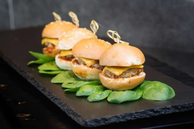 Mini cheese burgers - Elia Caterers