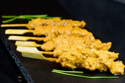 Chicken skewers with satay sauce - Elia Caterers