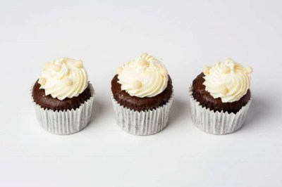 Mini chocolate cupcakes with butter frosting(1)